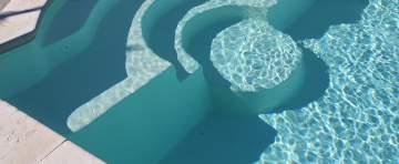 Escaliers romans pour piscine à fond plat à Bergerac